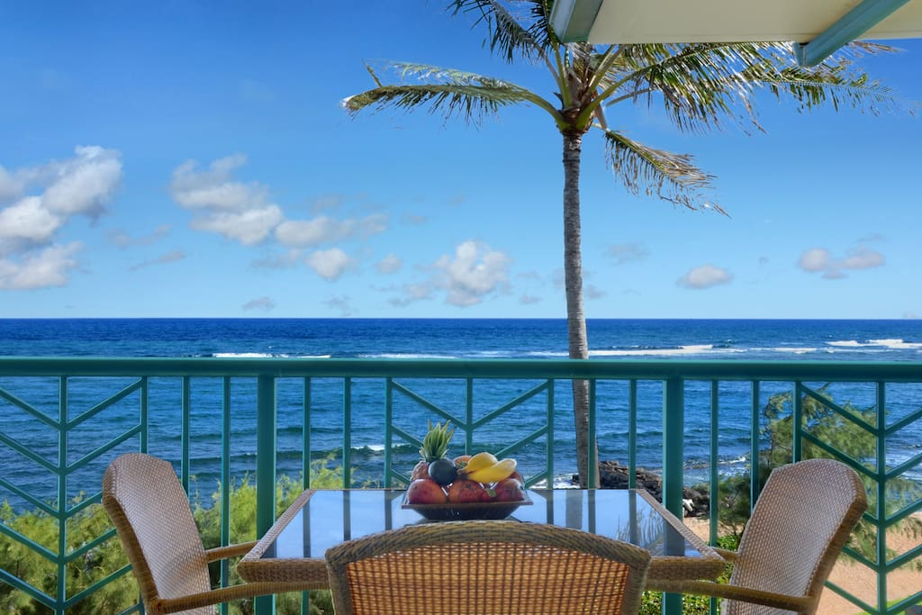 Lanai with table for 4.