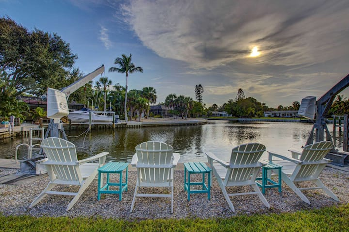 New Listing on the Canal, Salt Water  Pool, Walk to Beach, Boat Dock, Cable/WiFi, Prof. Designed