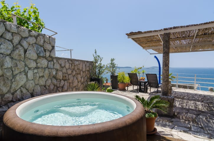 Four Bedroom Villa w/ Terrace, Sea View & Jacuzzi - Mlini - Villa