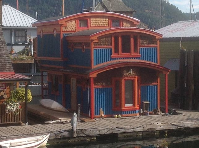 Fabulous Float-home in Cowichan Bay, BC!