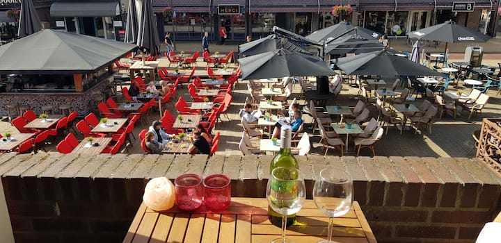 Gehele woning aan mooiste plein van Apeldoorn!