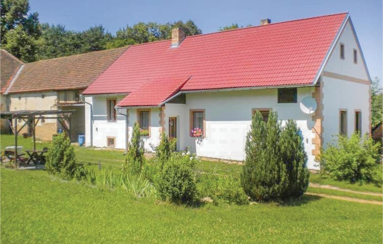 Holiday cottage with 3 bedrooms on 88m² in Tourov