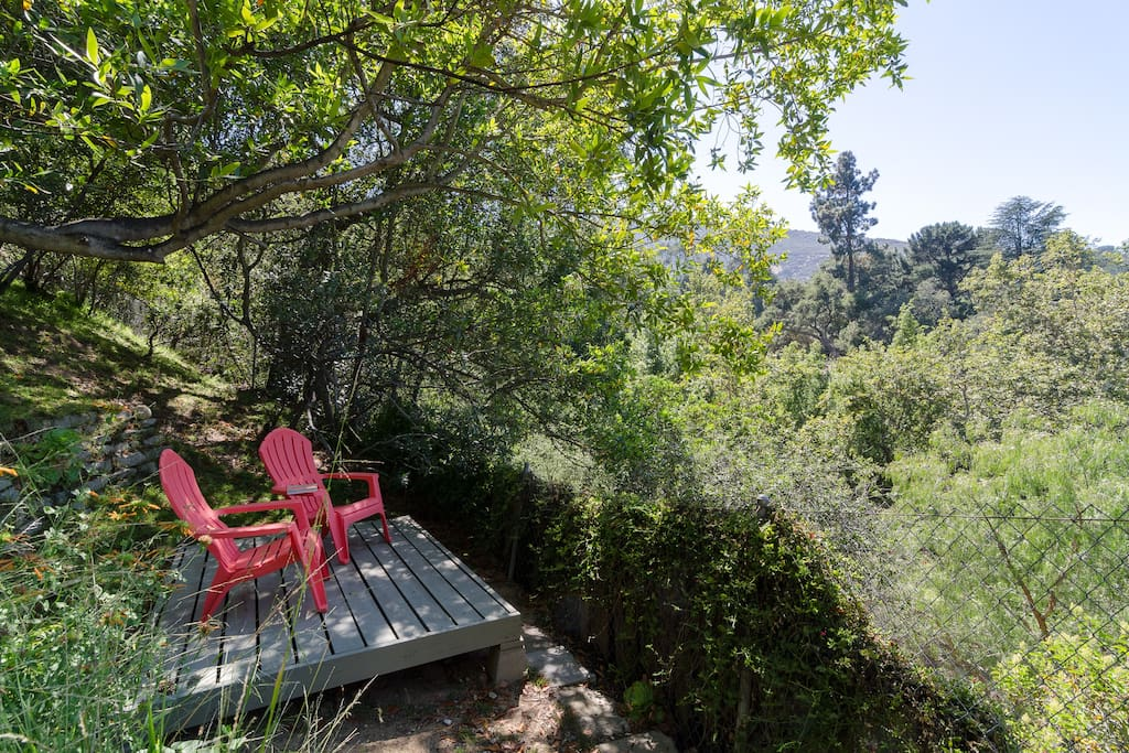 Secluded freestanding little deck on the 'lower 40' for reading, yoga, enjoying a glass of wine and views across the canyon.