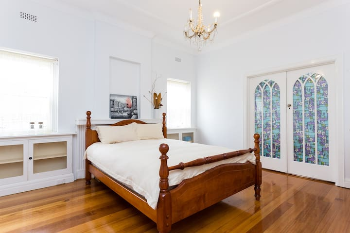 Beautiful Queen Room - Camberwell - House