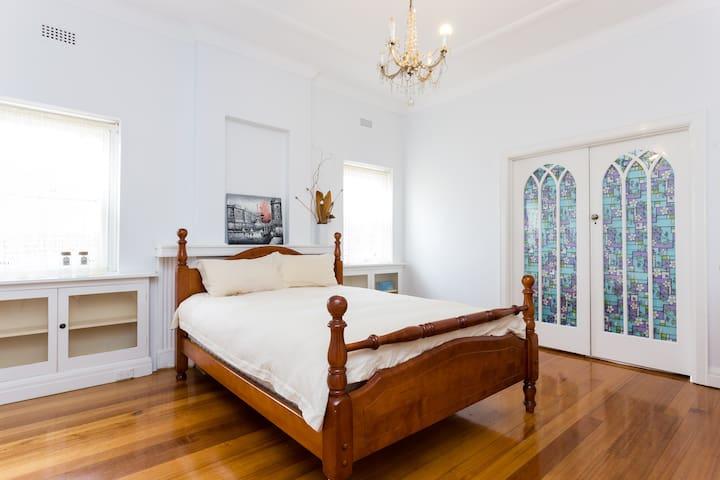 Beautiful Queen Room - Camberwell - Huis