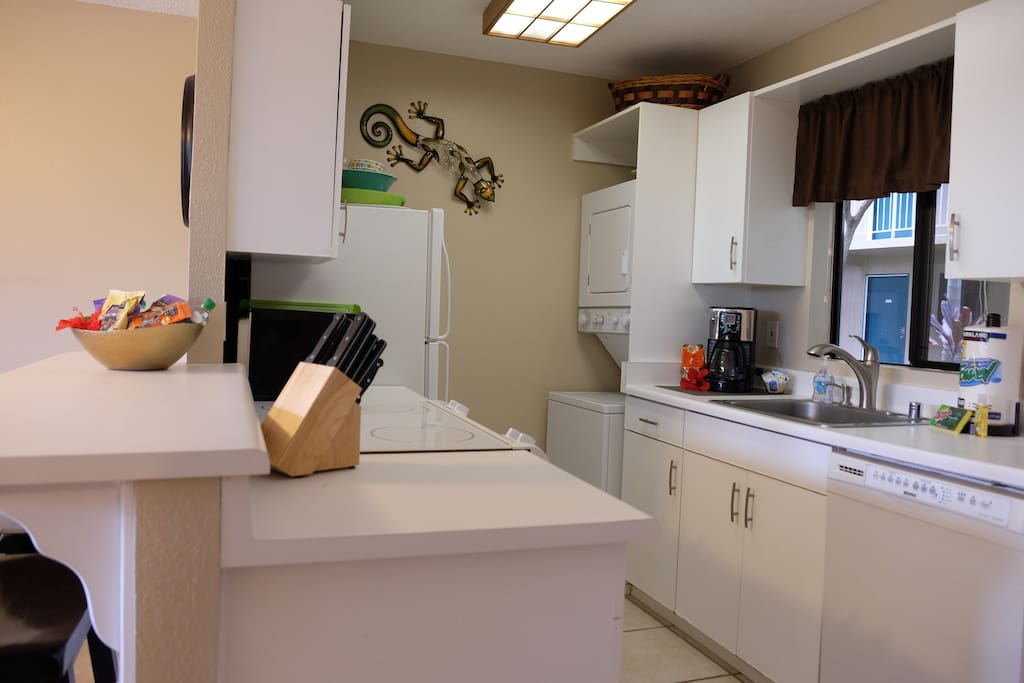 Fully Equipped Kitchen with Washer/Dryer and Dish Washer