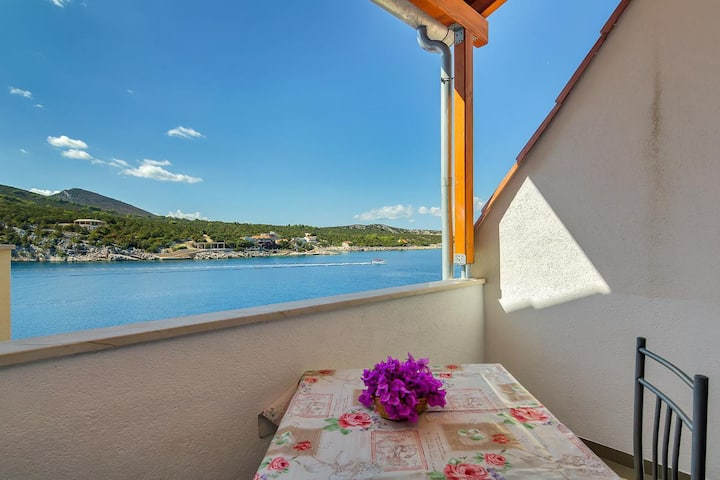 One bedroom apartment near beach Cove Pokrivenik, Hvar (A-5231-b)