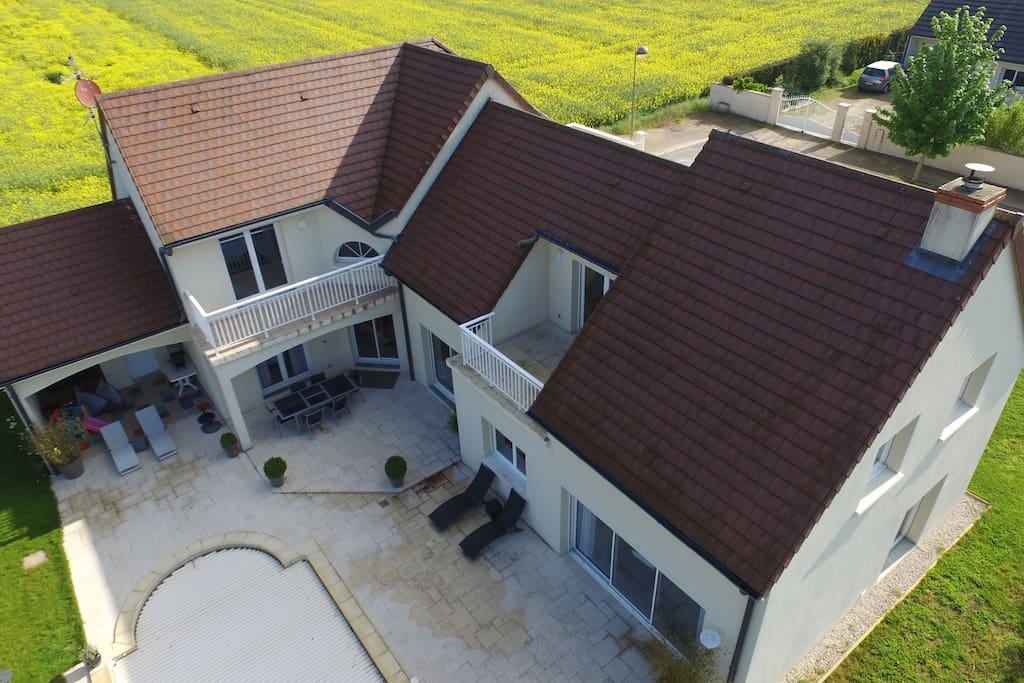 villa architecte au calme et 10 minutes de dijon maisons louer bretigny bourgogne. Black Bedroom Furniture Sets. Home Design Ideas