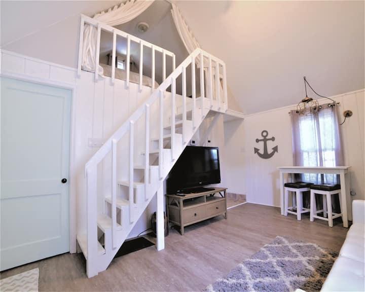 Cottage on Cobblestone - Cozy Rehoboth Beach Stay