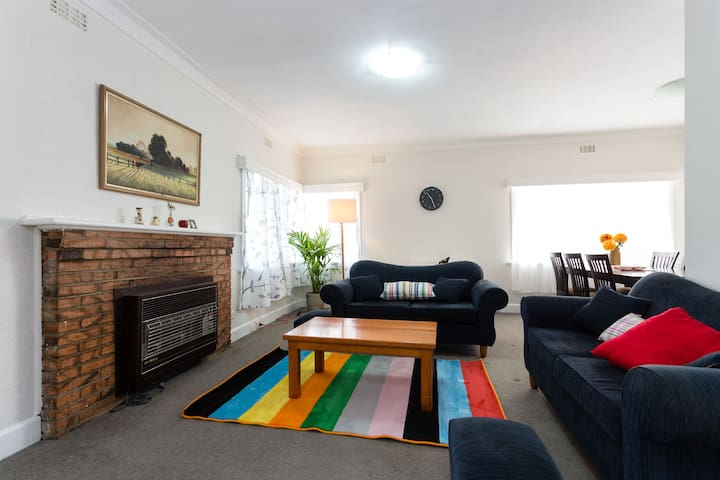Close to everything - Bentleigh East - House