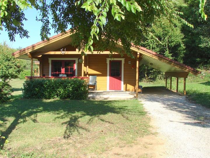Chalet 4 pers. village de vacances calme, piscine