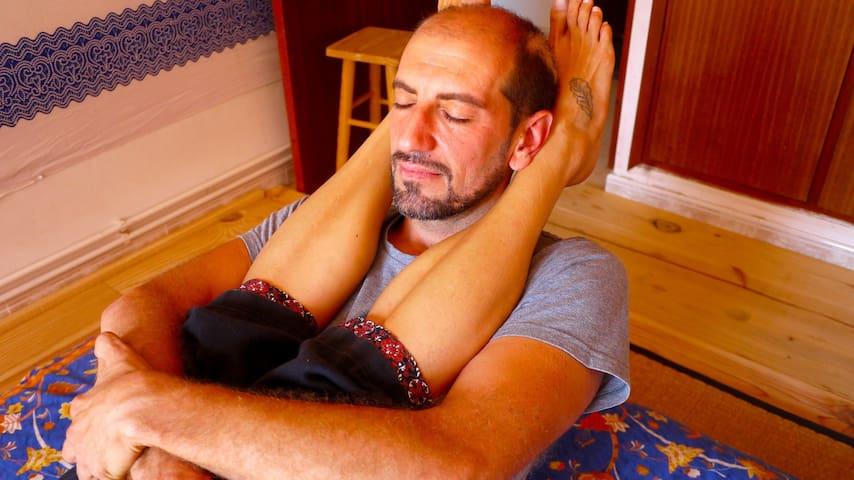 Relaxa't amb un Thai massage als peus del Montseny
