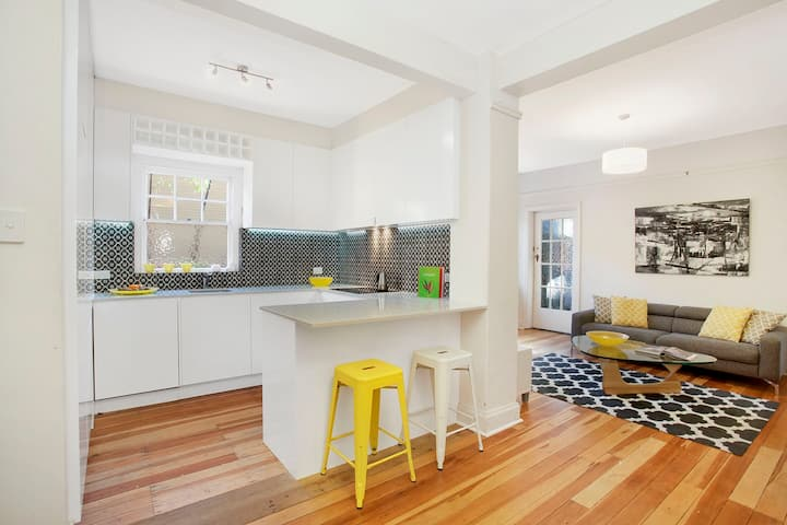 Manly Beach Fully Renovated Apartment, Paradise.