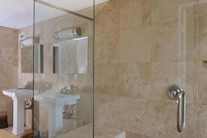 view of glass enclosed shower.