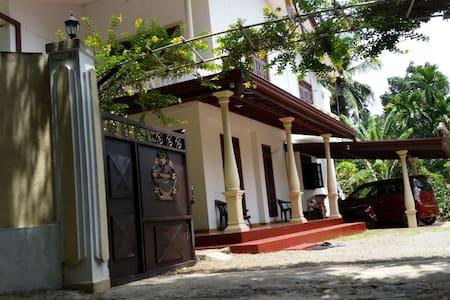 Very convenient House for expatriates
