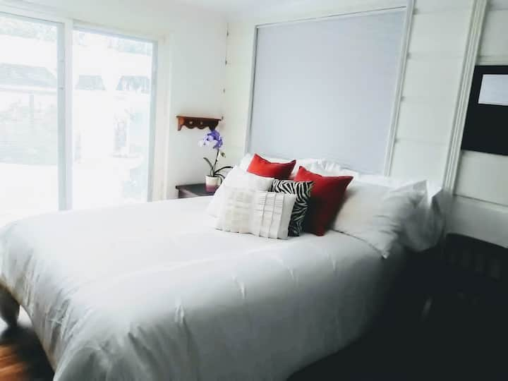 Best Ever!  Veranda Room, Private Entrance