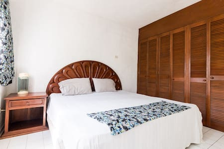 Private bedroom with own bathroom - Byt
