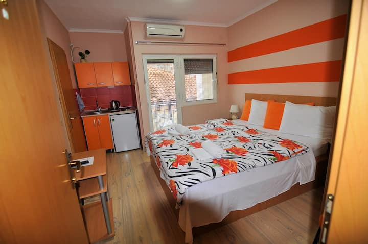 Private Studio in the City Center ✅Free Parking