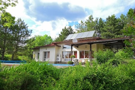 Beautiful 3-bed house with pool, hot tub and sauna
