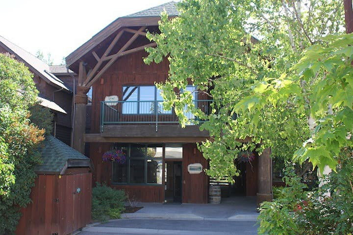 Cozy Condo in Downtown Bigfork  - Bigfork - Talo