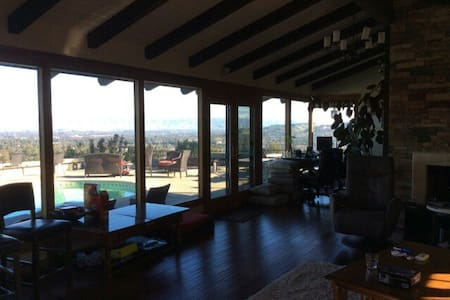 Lux Get Away for the Superbowl - Monte Sereno