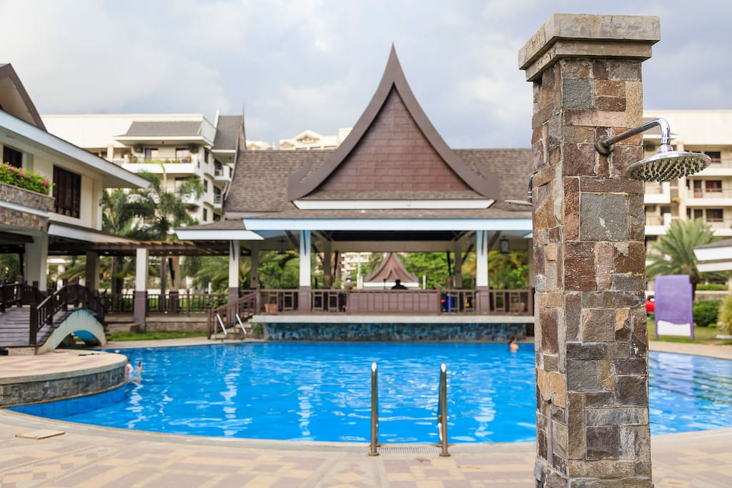 Complementing the clubhouse is an assortment of soothing leisure pools, captivating water cascades, delightful water play areas and idyllic ponds adorned with oriental foliage and Thai design elements.