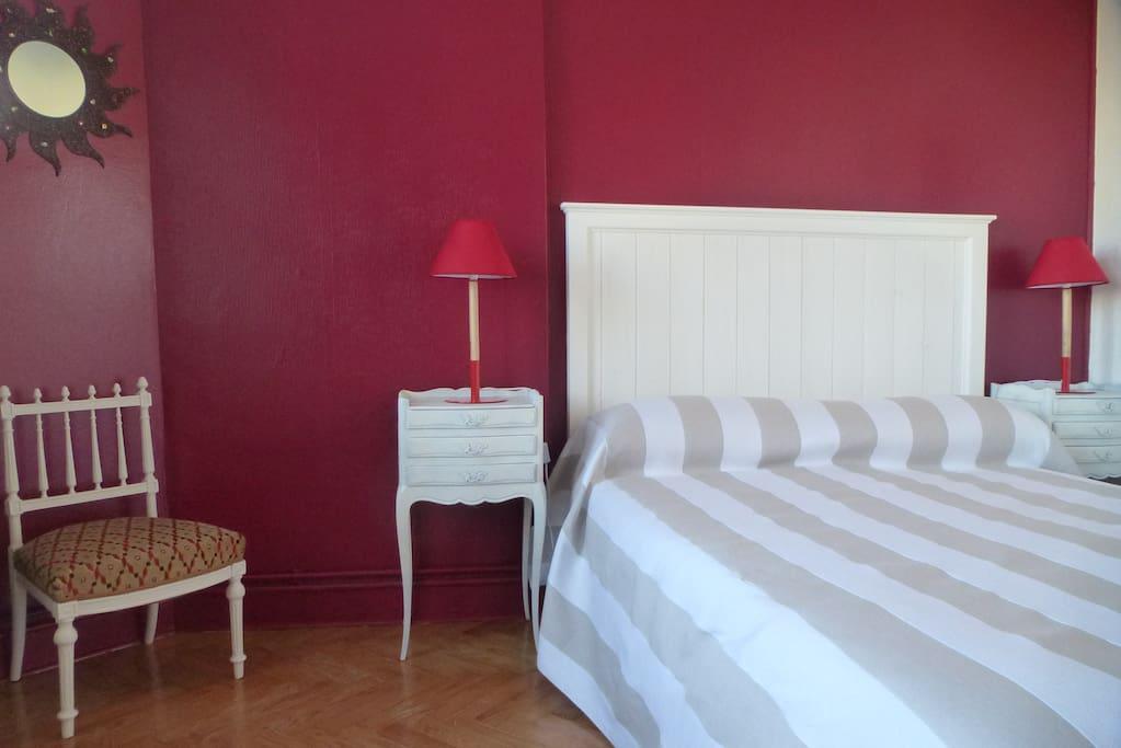 Chambre de charme royan centre appartements louer for Chambre de charme france