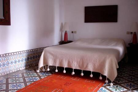 Chambre Safran dans un petit Riad