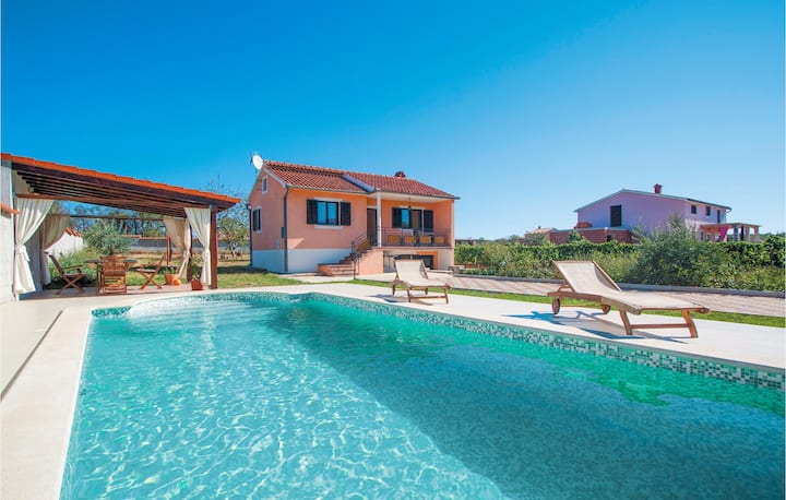 Nice home in Cukrici with WiFi and 2 Bedrooms