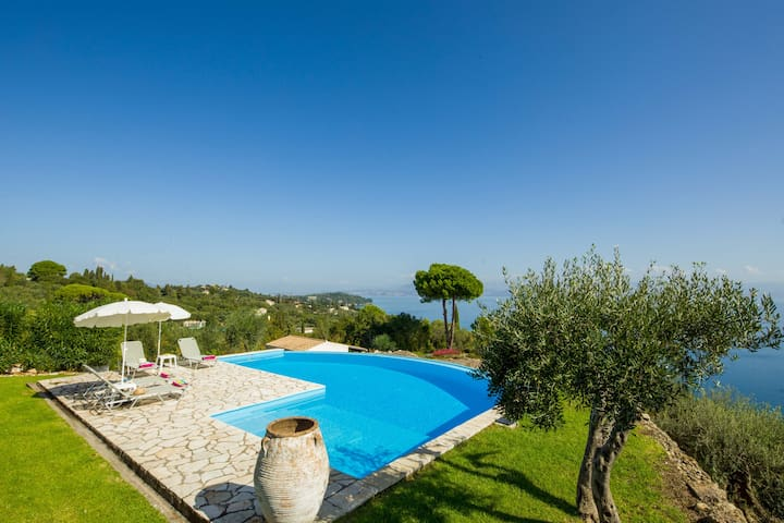 Villa Pelagos & Guest House with private pool