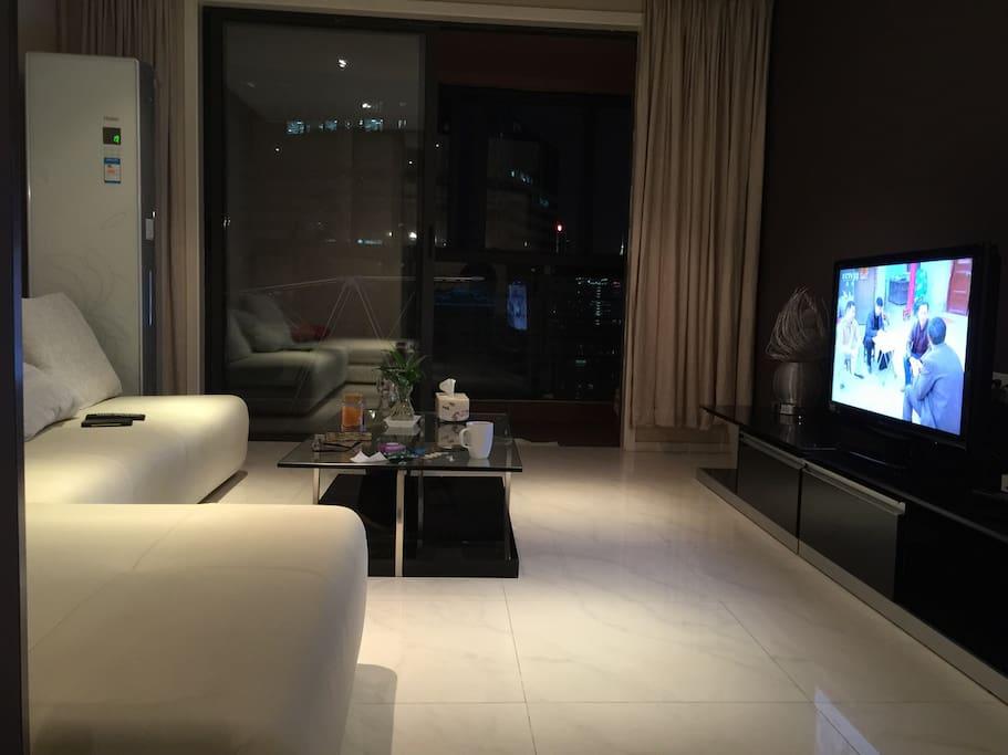 可以欣赏上海夜景的客厅和阳台balcony of good view