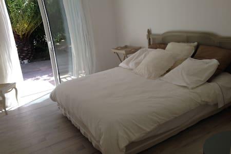 chambre à Saint Tropez - サントロペ - 別荘