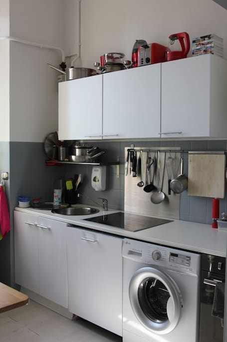 Cuisine tout équipée  lave linge lave vaisselle four frigo congel...