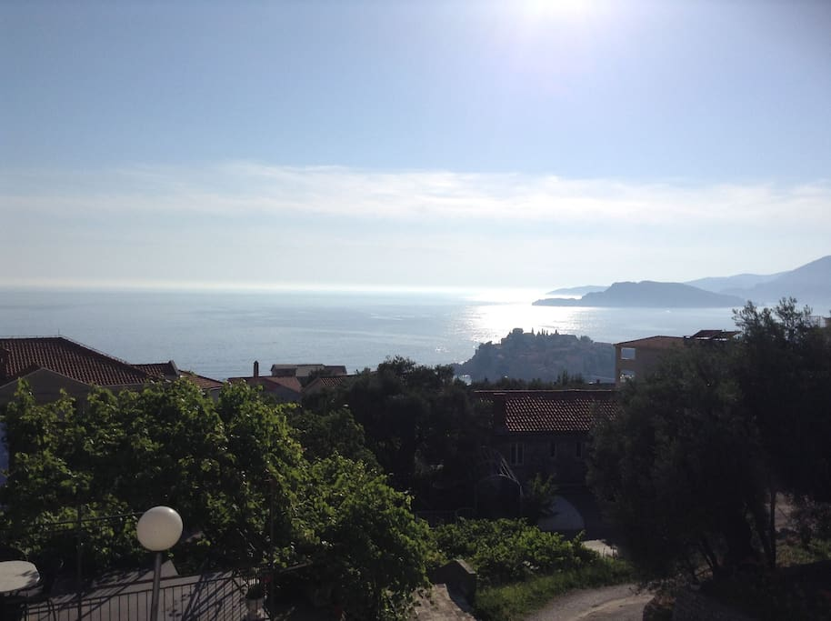Amazing view of the Sveti Stefan beach, apartment only 5 min walk to this beach