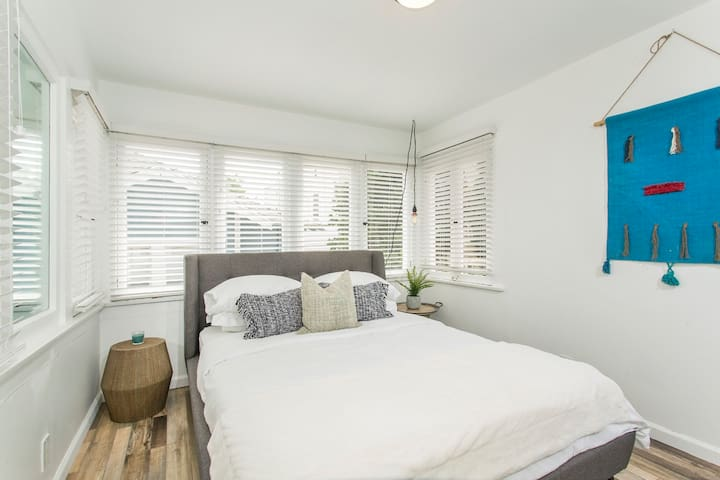 ★★STUNNING FULLY RENOVATED LONG BEACH HOUSE★★