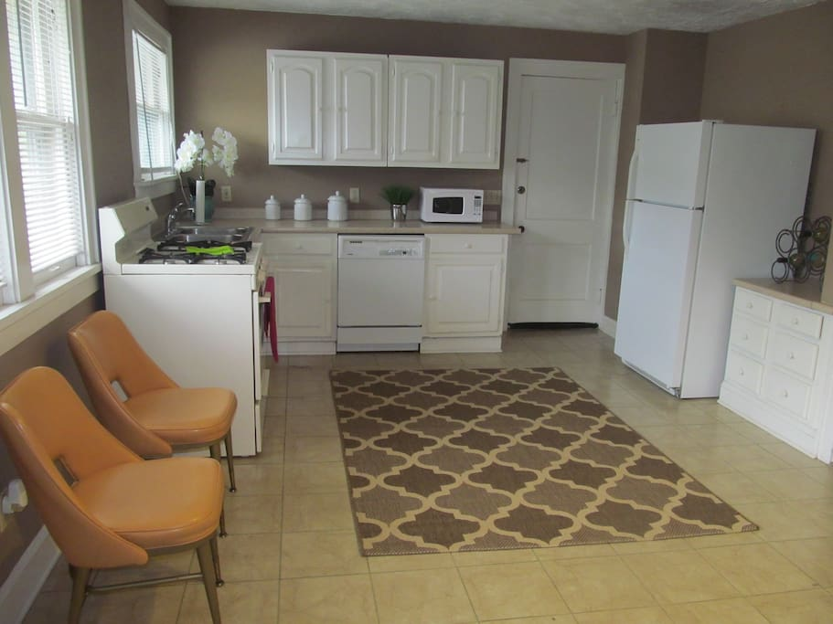 Full working Kitchen with all appliances including dishwasher.