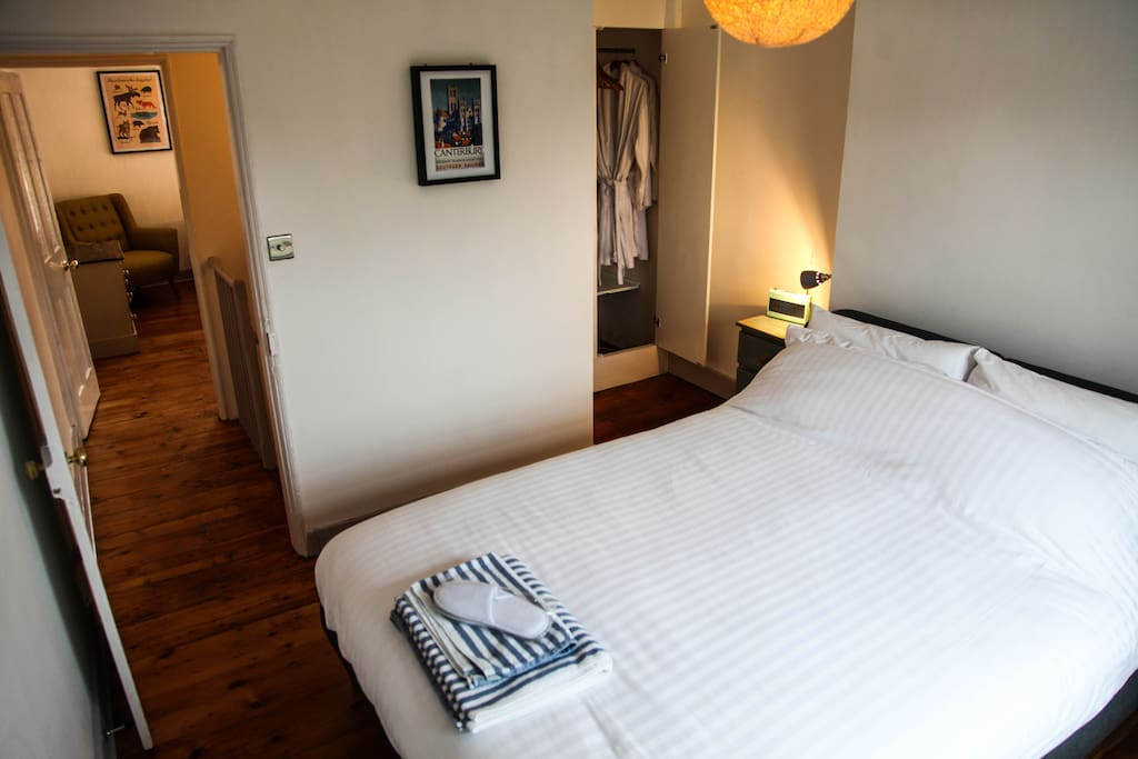2 stylish bedrooms with comfy beds. This room has a Kingsize bed.