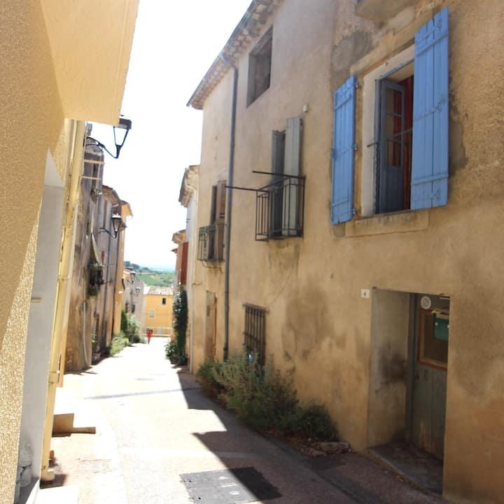 Between Mountain & Sea, Vigneron Town House
