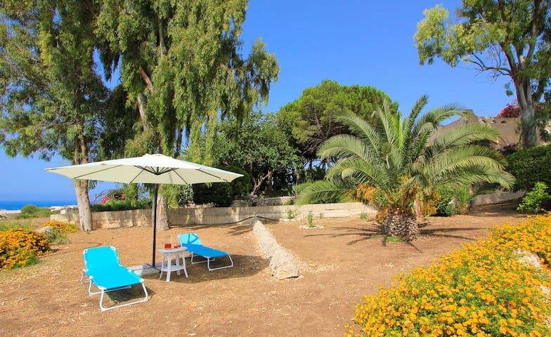 Elisa2 con splendido giardino vista mare