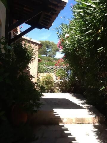 Villa 4 pièces coquette avec jardin, 10mn de Nice - La Gaude - Villa