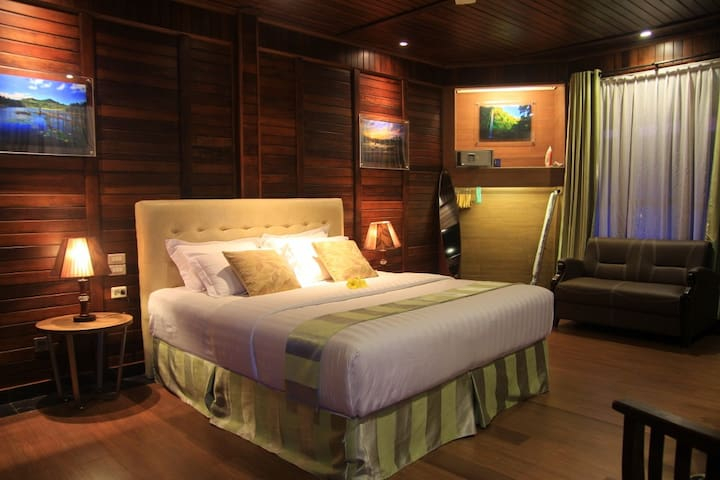 Warm wooden retreat in North Sulawesi