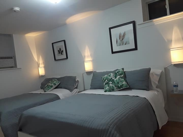 Stylish 2 Beds Apartment with Private Parking