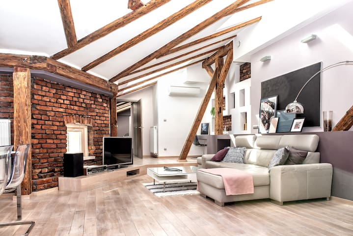 Top floor, modern and comfy LOFT from Superhost!
