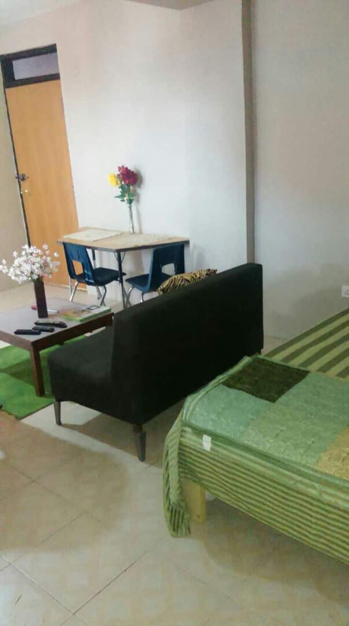 Quiet and Relaxing, furnished kitchen. East legon
