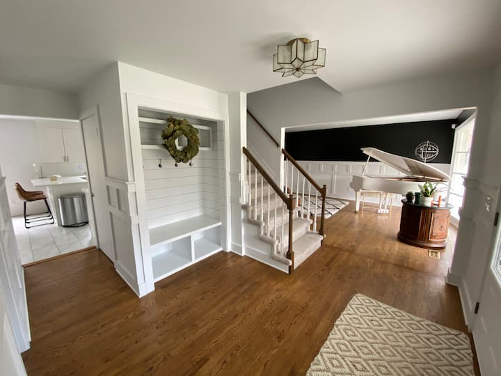 Cozy Colonial Home (Executive or Family Rental)
