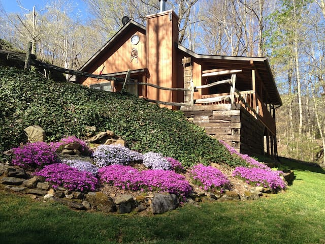 JOHNSON BRANCH HOT TUB WIFI CREEK FIREPIT PRIVATE - Maggie Valley - Chatka