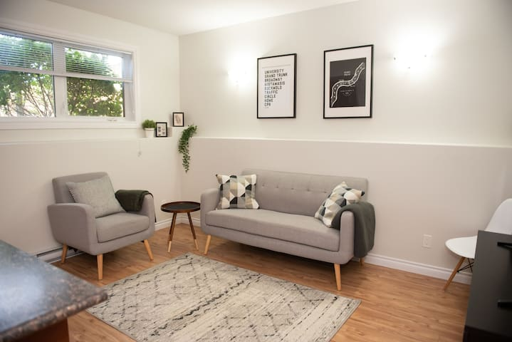 Bright and Cozy 2 Bedroom Basement Suite