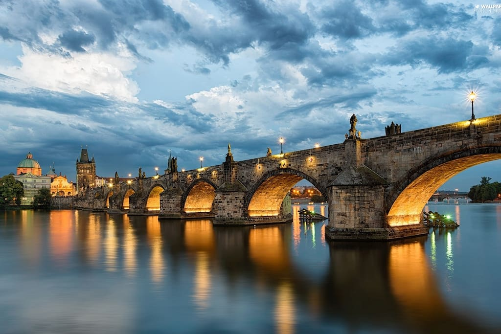 The BEST location!  2BDR IN THE HISTORICAL CENTER, BY CHARLES BRIDGE