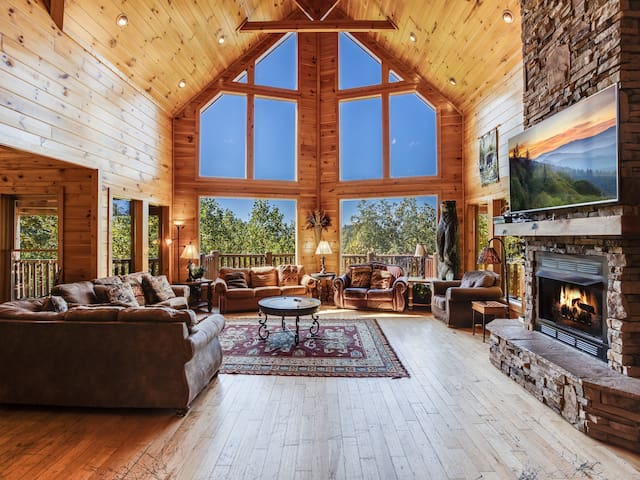 Big Bear Lodge, 5 Bedrooms, Sleeps 26, View, Hot Tub, Privacy, Jacuzzis