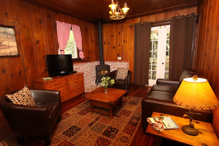 Cozy Cottage - Gas Fireplace - Fern Grove Resorts